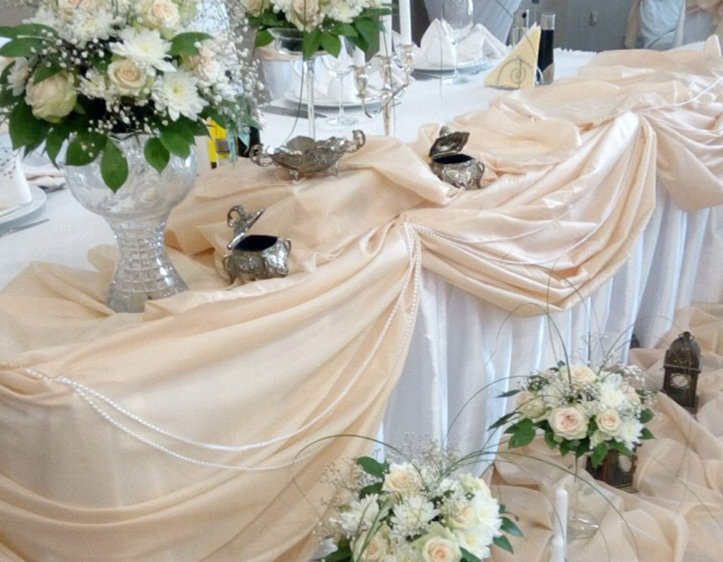 красива сватбена трапеза